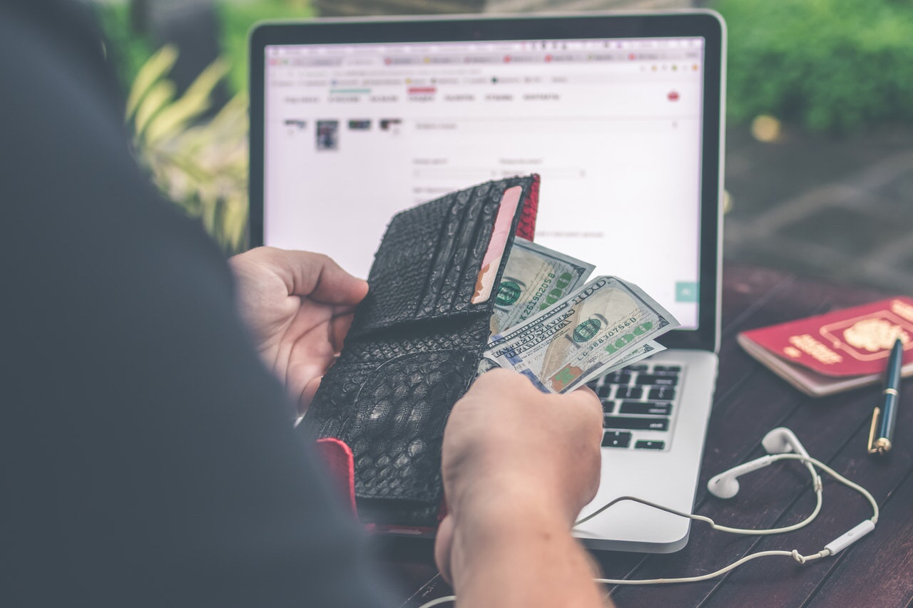 Earning money selling online products