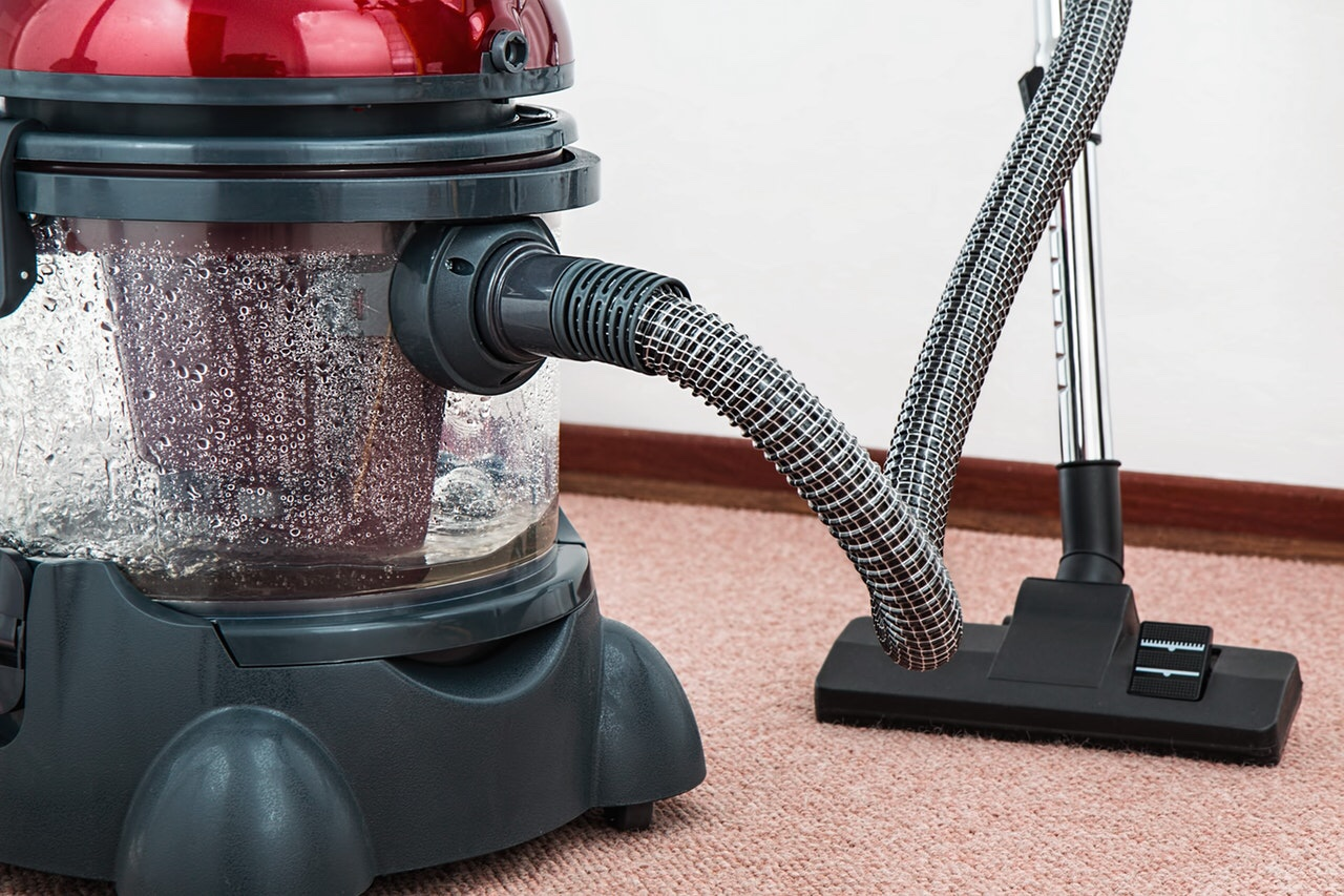 Carpet extractor for cleaning
